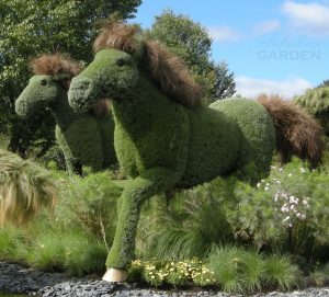 Mosaiculture horses galloping
